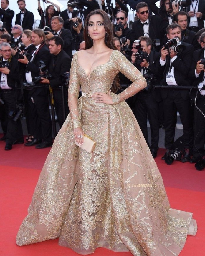 Bollywood-Actresses-In-Gowns