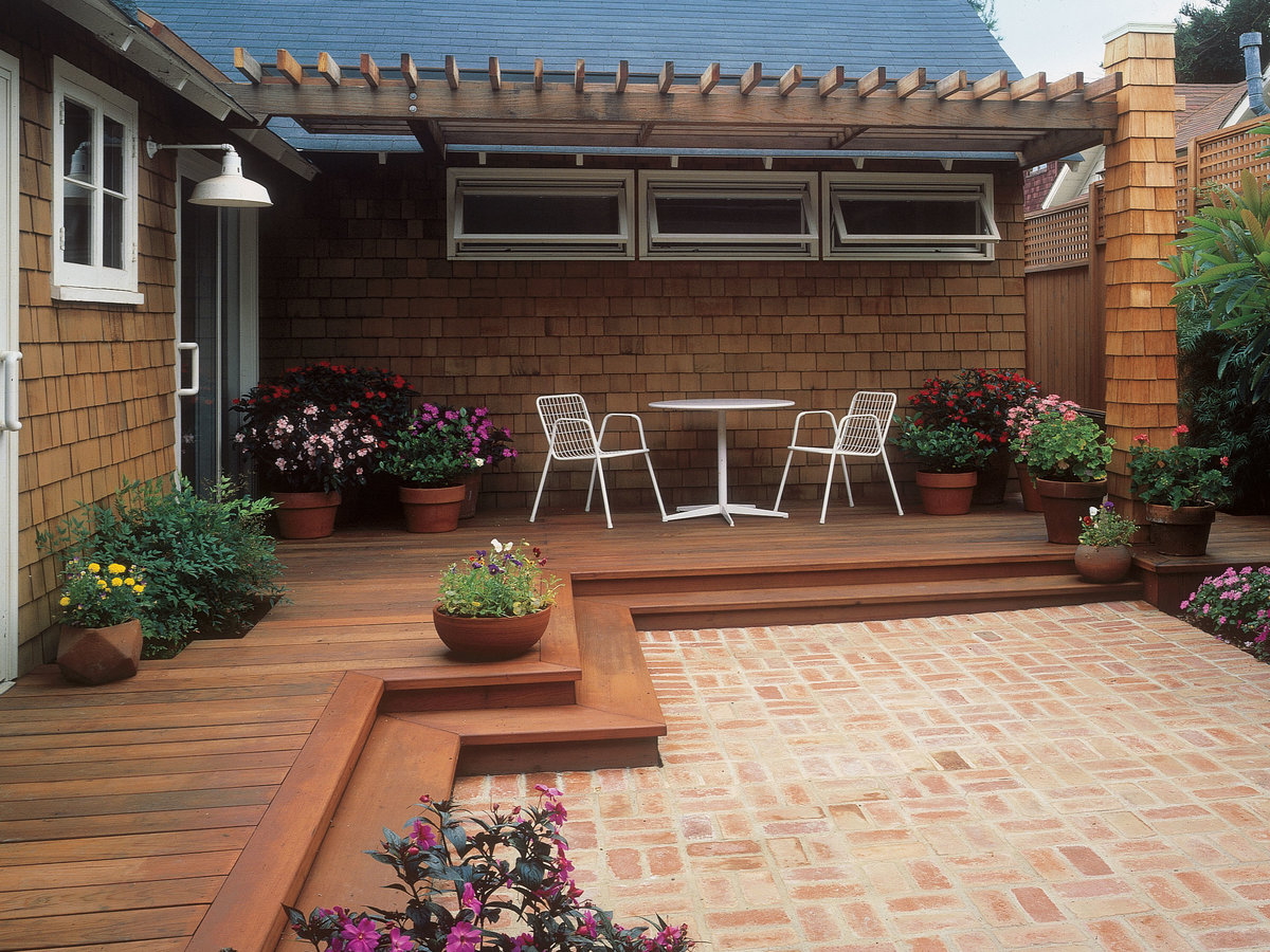Tour a Welcoming Front-Yard Deck - Sunset Magazine ... on Front Yard Patio id=35157