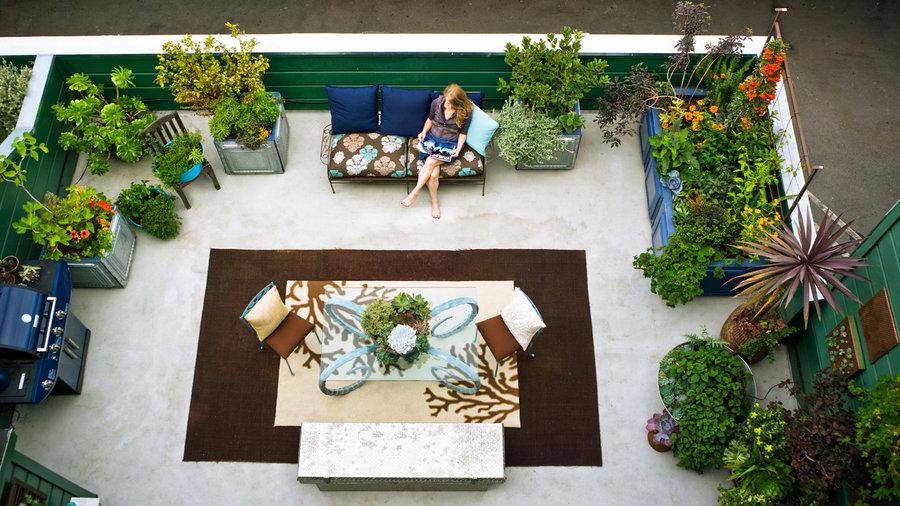 23 Small Yard Design Solutions - Sunset Magazine - Sunset ... on Square Backyard Design Ideas id=37857