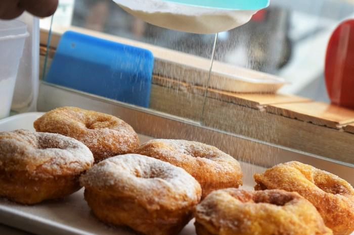 【台中、銅板美食】傳說中,中友百貨旁一間名字很文青的店家–九月初 唯心手作,甜甜圈是必吃美食。