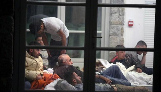 41 μετανάστες στη Μύκονο με ιστιοφόρο το οποίο οδηγούσαν, σύμφωνα με πληροφορίες, δυο Ουκρανοί διακινητές
