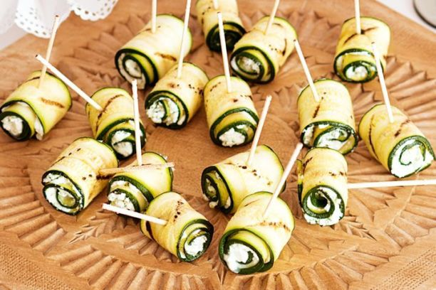 Grilled zucchini and goat's cheese bites