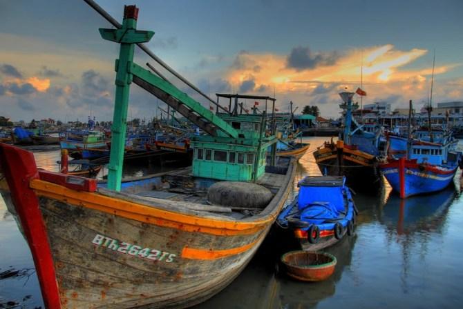 Fishing boats in Phan Thiet, a coastal port city in southeast Vietnam | © Lucas Jans / Flickr