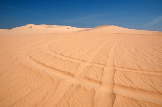 Wheel tracks over Mui Nes sand dunes | © Saranya Chawanrattanasakul/Flickr
