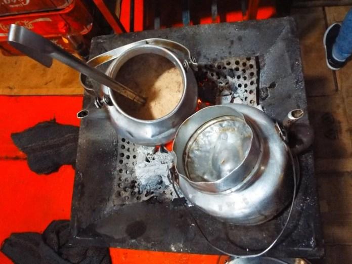Temprano en la mañana chocolate caliente en el Merced Market │