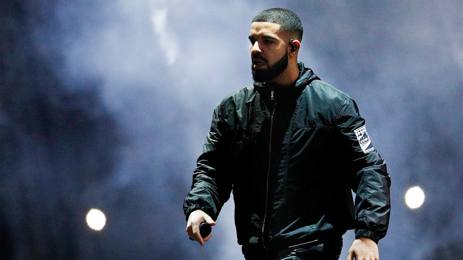 Drake Calls Out A Fan Caught Groping Women At His Show I