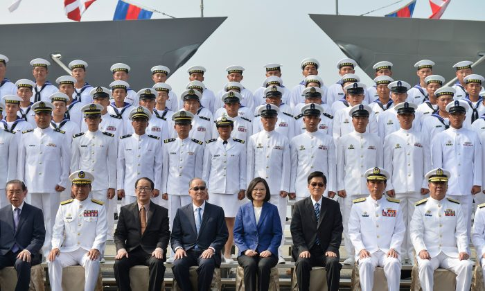 In Face of China Threat, Taiwan to Invite US Experts to Bolster Defenses