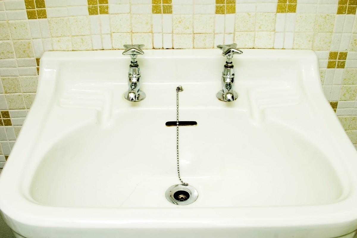 repairing worn porcelain sinks and
