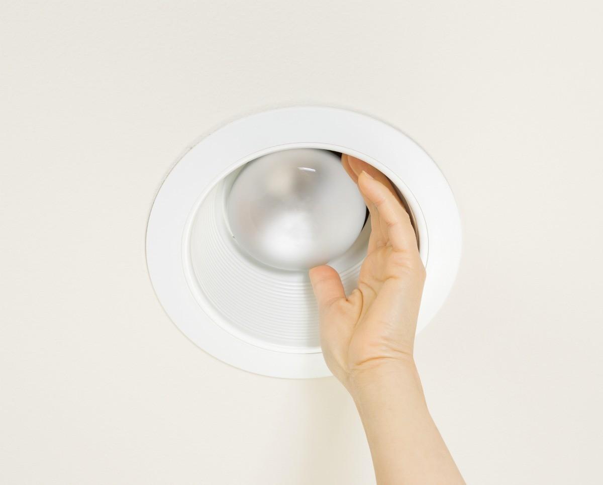 removing a stuck recessed lightbulb