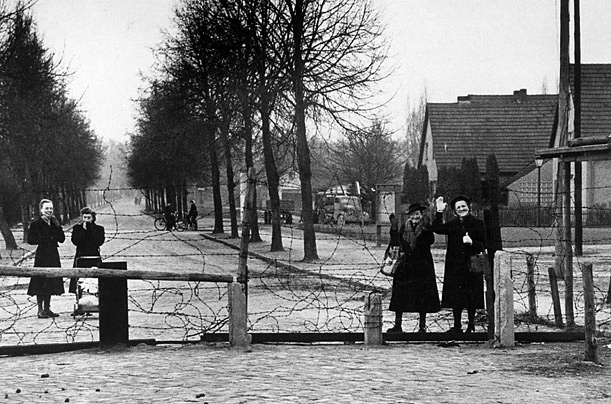1000 images about berlin wall on pinterest east germany on berlin wall id=34382