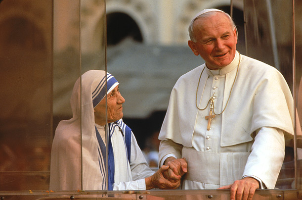 Pope John Paul II with Mother Teresa in Calcutta in 1986. After her death she was beatified by the Pope and given the title Blessed Teresa of Calcutta.