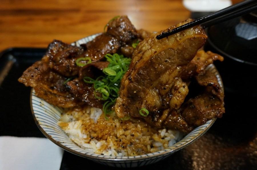 【台北】燒丼株式會社(信義威秀2F)-豪邁的大野郎來了啦~–踢小米食記
