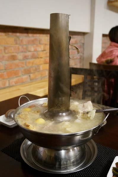 【新竹】老瀋陽酸白菜火鍋(食尚玩家/美食推薦)-熱呼呼的老夫子火鍋–踢小米食記