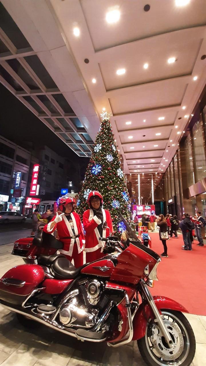 2019新竹踢小米與好友們重機聖誕老公公來發糖果及小禮物活動照片回憶–踢小米的生活