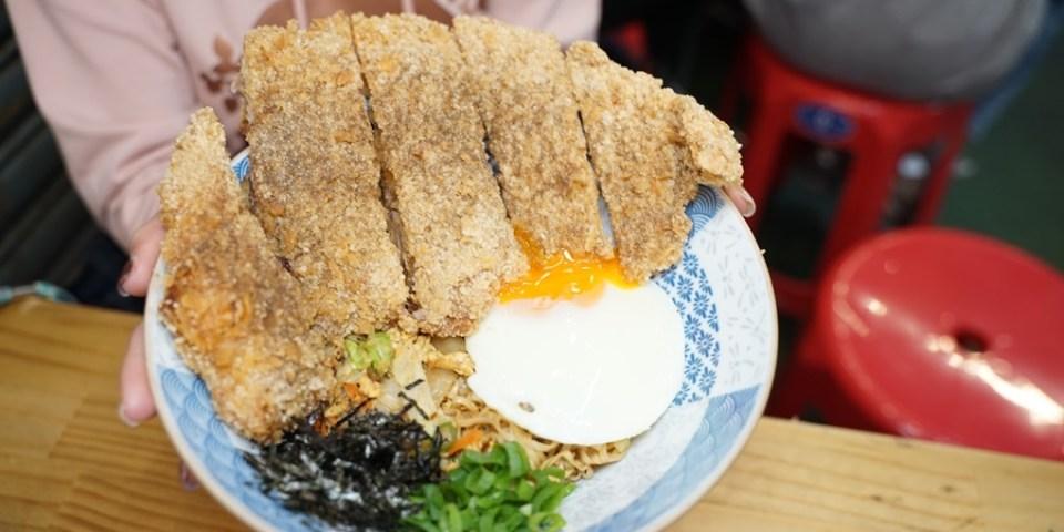 新竹美食 肆爺炒泡麵。東門市場也能吃到各種異國風味的炒泡麵。(菜單營業時間地址電話)