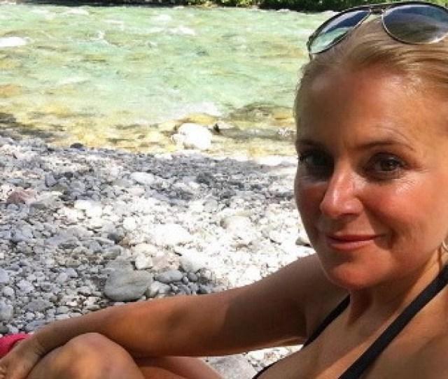 Schudnuta Vackova 49 Has Cut Off She Showed A Sexi Figure In Her Bathing Suit