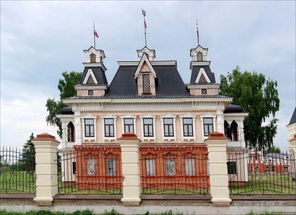 Замок Понизовкина, Красный Профинтерн. История, экскурсии ...