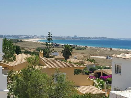 Отель Home4U Casa do Pinhal da Meia Praia, Лагуш ...