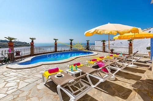 Отель Villa Cecilia At Home, Нерха. Бронирование, отзывы ...