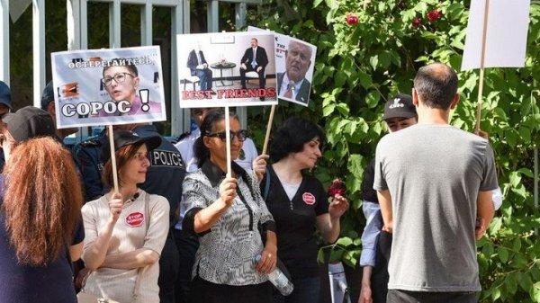 Фонд Сороса в Армении не может найти сотрудников