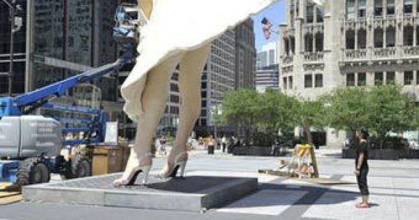 У Чикаго встановили гігантську статую Мерилін Монро ...