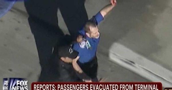 Последствия стрельбы в аэропорту Лос-Анджелеса: семь ...