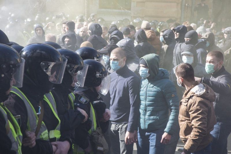 Внаслідок сутичок у Черкасах постраждало 7 поліцейських – МВС
