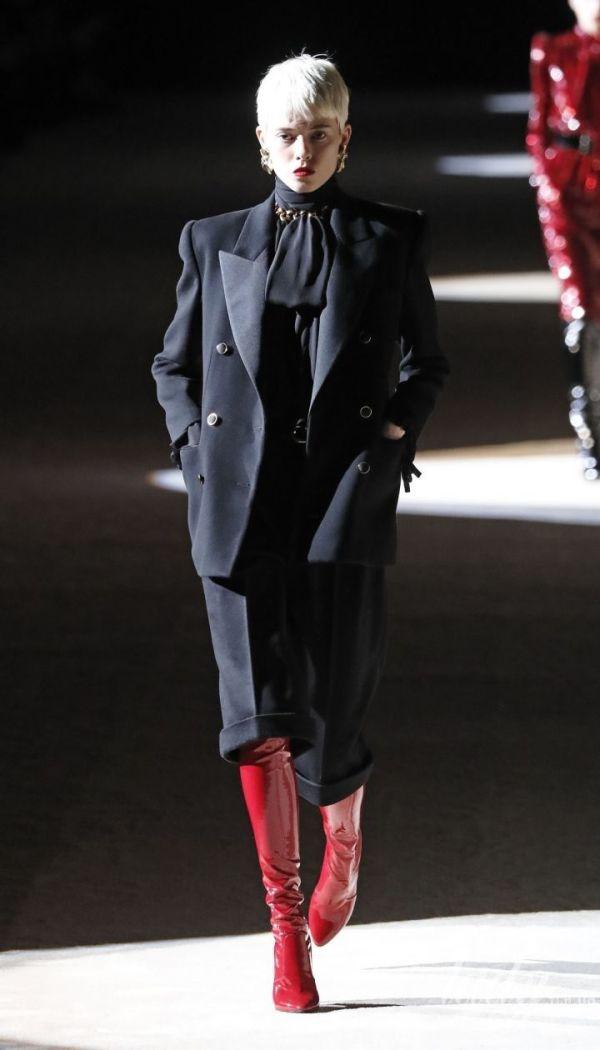 Блейзеры и пальто с широкими плечами: тенденции моды ...