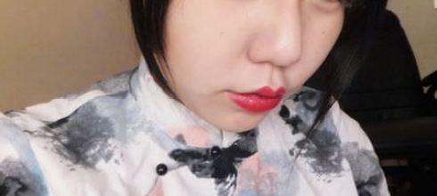 [唇物] 正紅色開架唇膏(Maybelline媚比琳極綻色漾采唇膏)