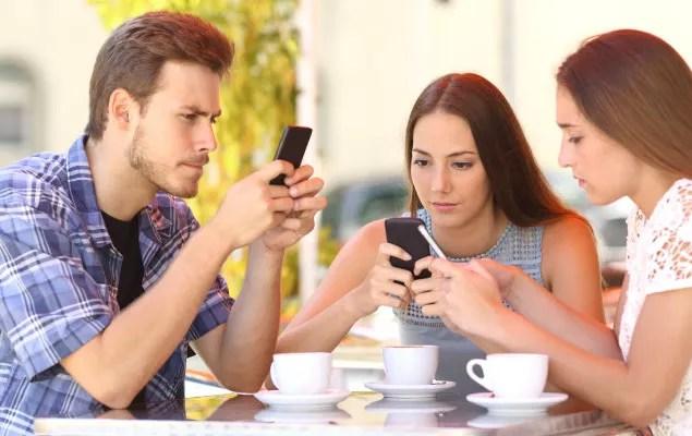 Risultato immagini per smartphone dipendenza