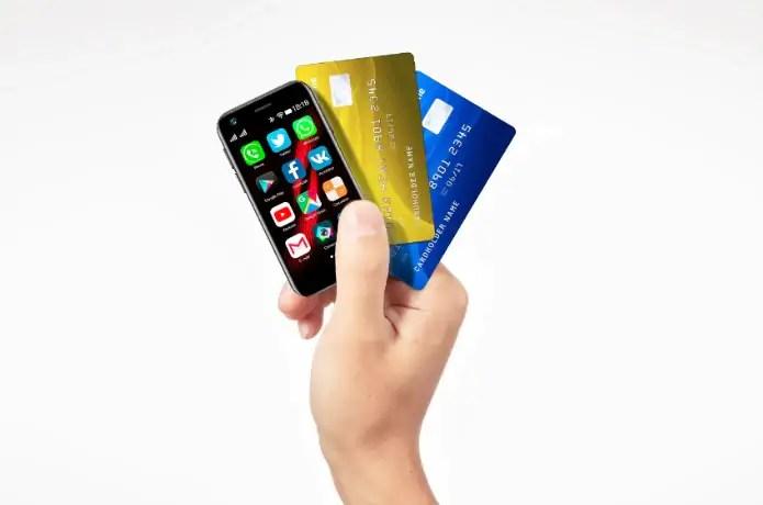 Mint è uno smartphone compatto per chi non sopporta i padelloni