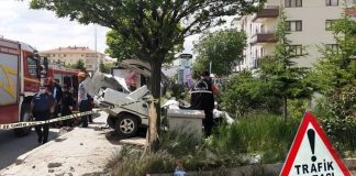 Ankara'da otomobil durağa daldı: 1 ölü 1 yaralı