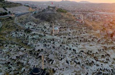 Kapadokya'daki tarihi Kayaşehir konuklarını ağırlıyor