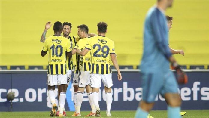Fenerbahçe yeni santrforunun golleriyle kazandı