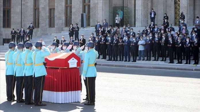 Vefat eden eski Bakan Zeki Ergezen için TBMM'de tören