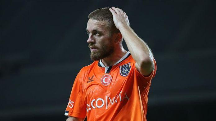 Medipol Başakşehir'de kaptan Edin Visca'nın sözleşmesi uzatıldı