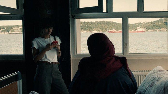 1602063046 399 turk yonetmen basrolunde annesini oynattigi kisa filmle paristen odulle dondu