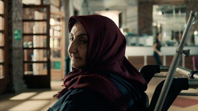 Türk yönetmen başrolünde annesini oynattığı kısa filmle Paris'ten ödülle döndü