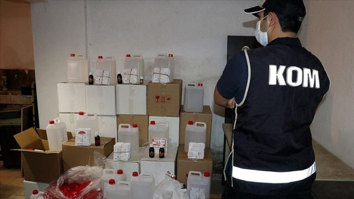 İzmir'de bir depoda yaklaşık 5 ton etil alkol ele geçirildi