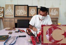 Atık ahşap parçaları Ahmet öğretmenin elinde sanatsal değere dönüşüyor