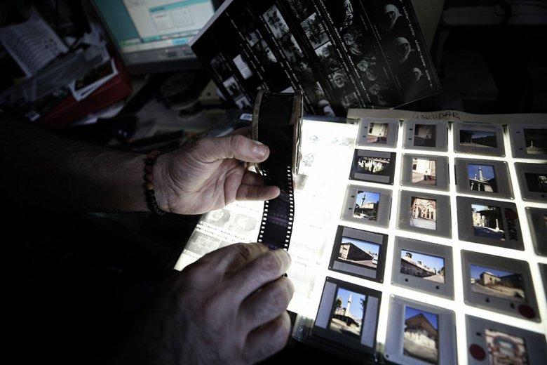 1603960922 227 analog fotografciligi yasatmak icin karanlik odada dijitale direniyor