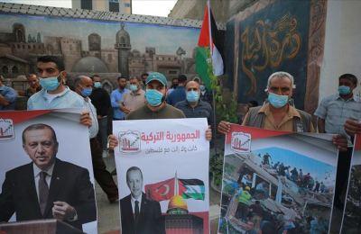 Gazzeliler, İzmir depremi dolayısıyla Türkiye'yle dayanışma gösterisi düzenledi