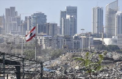 Beyrut Limanı'ndaki patlamanın ardında bıraktığı ağır enkaz kaldırılmayı bekliyor