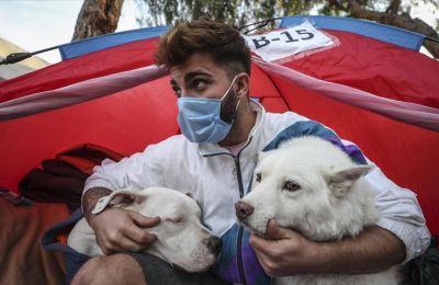 Üniversiteli Oğulcan depremin şokunu can dostlarıyla atlatmaya çalışıyor