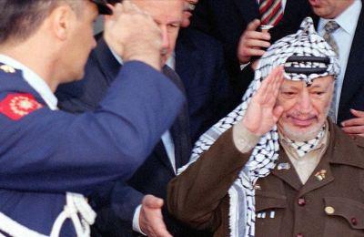 Yasir Arafat'ın zehirlendiğine dair ilk şüpheler ölümünün hemen ardından ortaya çıktı