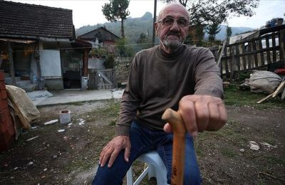 Depremin 'yarım' bıraktığı bedeniyle hayata tutundu