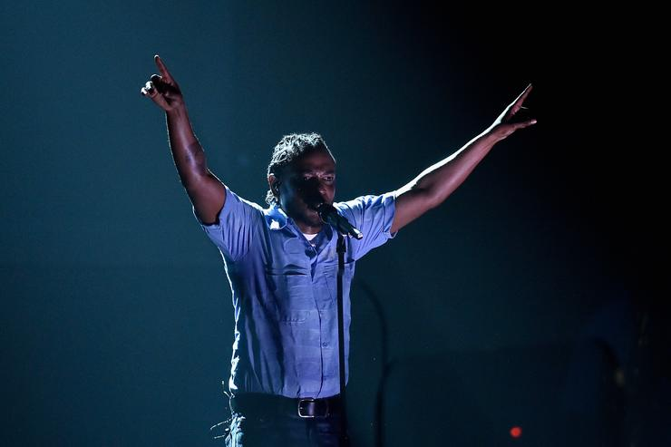 1499951447 f55f8bab064db1cc15a97680b2e000b9 Kendrick Lamar Gets Crowd Super Hyped During Performance Of HUMBLE.