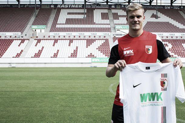 Ex-Karlsruher, lateral Philipp Max é contratado pelo Augsburg por duas temporadas