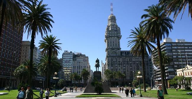 Resultado de imagen de plaza independencia uruguay