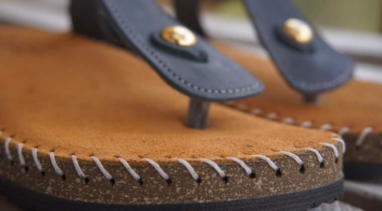 Sandale din piele naturala, un business pornit cu 3.500 euro